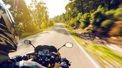 Motorrijder wil met 140 kilometer per uur achtervolger afschudden, maar dat blijkt anonieme politiewagen te zijn