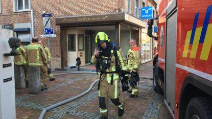 Uitslaande brand in dakappartement: interimkantoor geëvacueerd