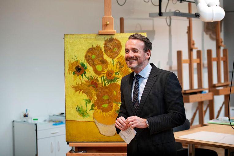 Axel Rüger met Van Goghs Zonnebloemen Beeld ANP