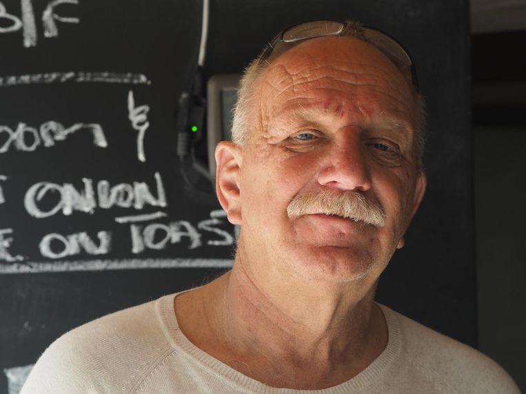 Ondernemer Peter Engels in het restaurant van zijn boetiek hotel Ngala Lodge in Gambia. Beeld TON DAMEN