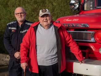 Vroegere collega's zijn 'Staf Pijpe' niet vergeten: oud-brandweercommandant viert 90ste verjaardag met ritje in oldtimer