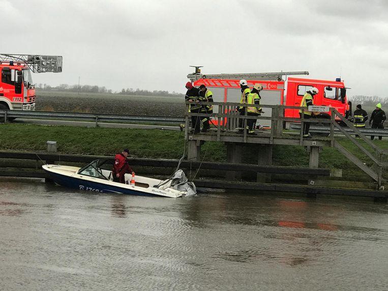 De speedboat dreigde aan het achtersteven volledig onder te gaan.