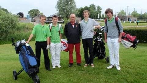 Coen Bood, Jim Woudenberg, Mike Bloemink, Marck van Heijningen met coach Wim van de Lagemaat.