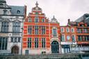 Het Landhuis is samen met de Sint-Nikolaaskerk en de Cipierage één van de oudste gebouwen rond de Grote Markt van Sint-Niklaas.