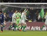 Spelers Betis en Espanyol staan plots in het donker