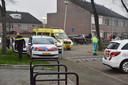 Hulpdiensten bij de schuur aan de Scheldestraat in Breda, waar een aantal gasflessen tot ontploffing zijn gebracht.