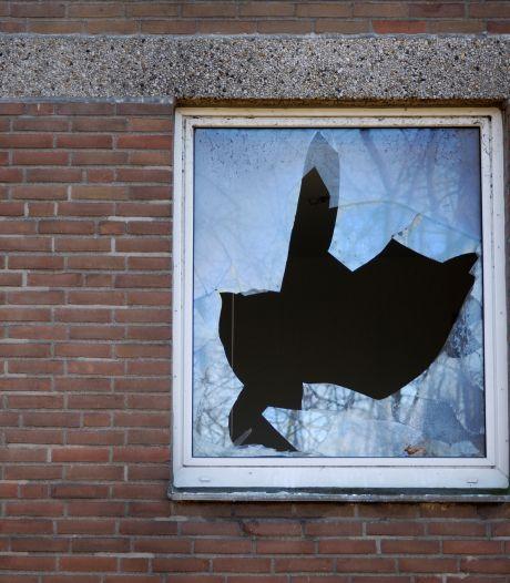 Explosie bij woning in De Lutte, vermoedelijk door vuurwerk: 'Eén bewoner was kort daarvoor nog in de woonkamer'