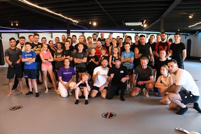 De afsluitende groepsfoto, kort na de workshop. Met rechts naast Andy Souwer (in witte shirt) Danny Krijbolder, de vader van Bennie.