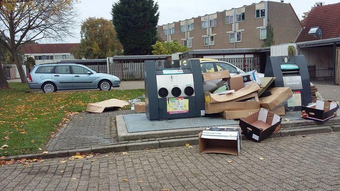 Ondergrondse afvalcontainer in de Vlissingse wijk Bossenburgh op een zondagmorgen.