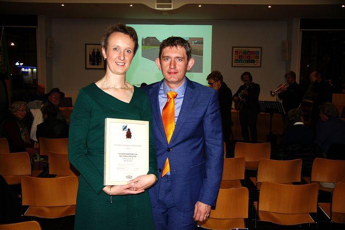 Dokter Micheline Demeyer neemt de prijs in ontvangst.