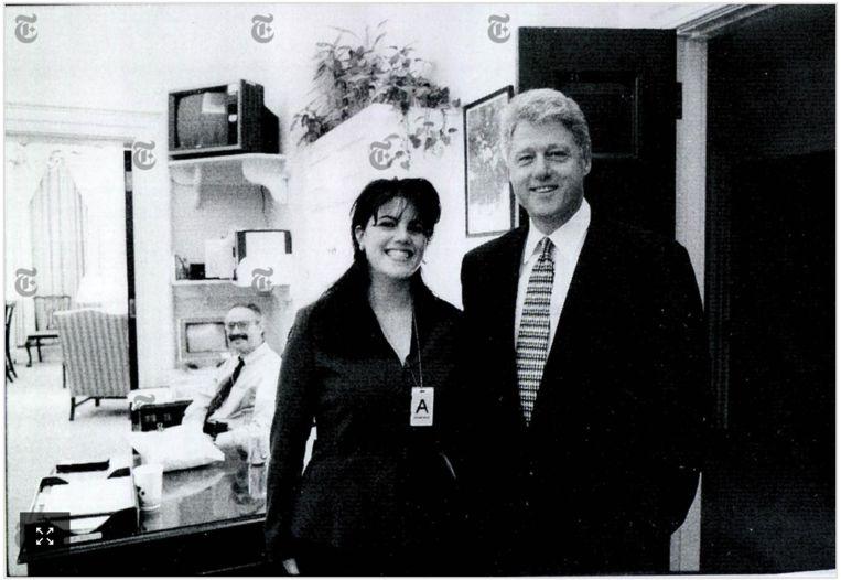 Monica Lewinsky en toenmalig president Bill Clinton in november 1995. Lewinsky was 22, hij 49, toen beiden een achttien maanden durende affaire begonnen. Beeld NYT/Ryan Pfluger