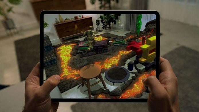 De iPad Pro in actie. Let op de scherpe hoeken en platte zijkanten.