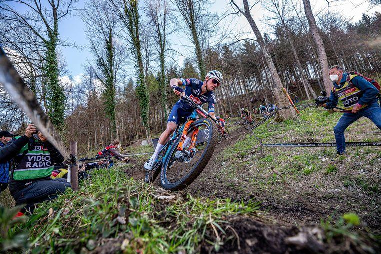 Mathieu van der Poel won vrijdag de shorttrackrace in Albstadt. Dat kon hij niet herhalen op zondag. Beeld Photo News