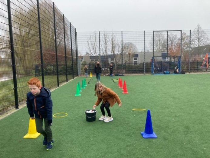 Leerlingen van groep 5 van basisschool De Aanloop maken kennis met Sjors Sportief, een project om sport onder kinderen te stimuleren.