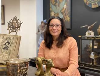 Voormalig advocate Goedele (32) opent pop-up met antiek en vintage spullen in Nederkouter: van Japanse poppen tot klassieke boeksteunen