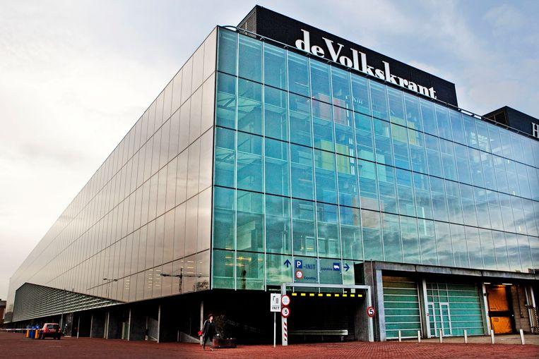 Exterieur van het Init-gebouw in Amsterdam, waar onder andere de redacties van de Volkskrant en Trouw zijn gevestigd. Beeld ANP