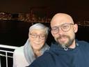 """Agnes Gelaude met haar zoon Staf: """"Door het afscheid van Dirk en het vertrek van Staf maak ik eigenlijk twee keer zo'n rouwproces door."""""""
