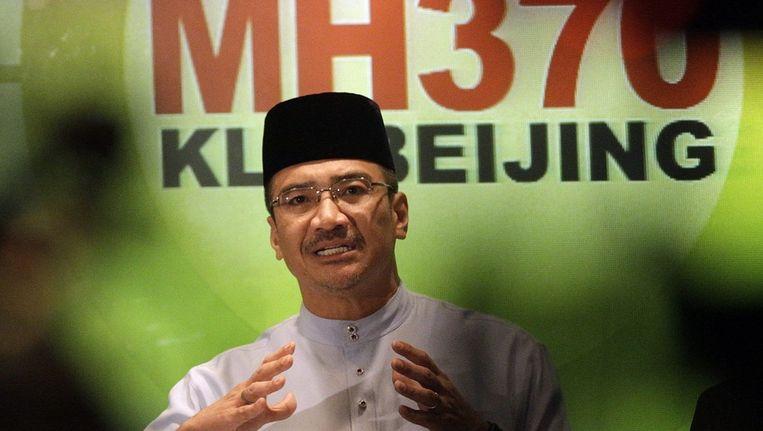 De Maleisische minister voor Transport en Defensie Hishamuddin Hussin vandaag tijdens een persconferentie over de vermiste Boeing. Beeld epa