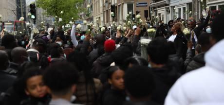 Tientallen mensen komen bijeen om doodgestoken Myron (17) te herdenken