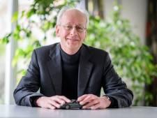 Design-professor Arthur Eger trekt in nieuw boek nog één keer de conclusie : 'Mooie auto's deugen niet'
