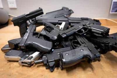 Twee mannen met nepvuurwapens aangehouden in Terheijden