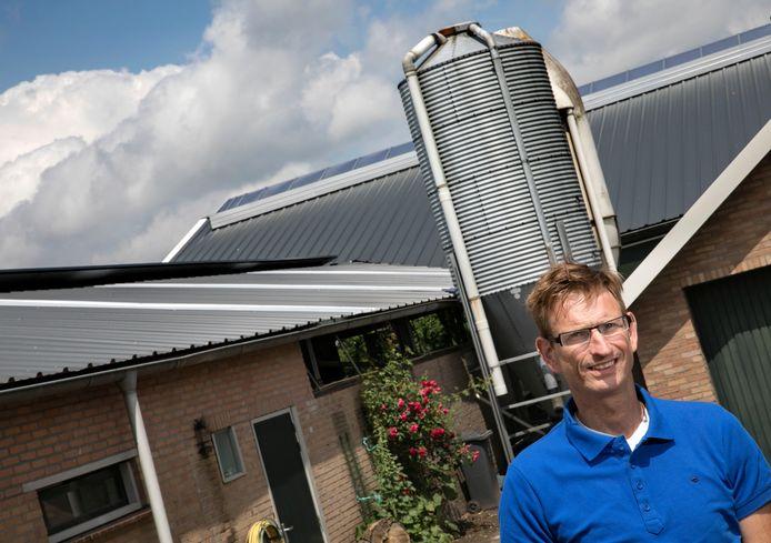 Theo Sonnemans uit Someren betaalde de reparaties aan zijn stallen uit eigen zak. 'Ik heb maanden lang zeventig uur per week gewerkt.'
