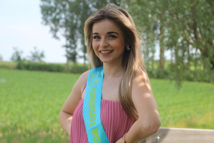 Jana Janssens (20) uit Burst is kandidate voor Miss België Oost-Vlaanderen.