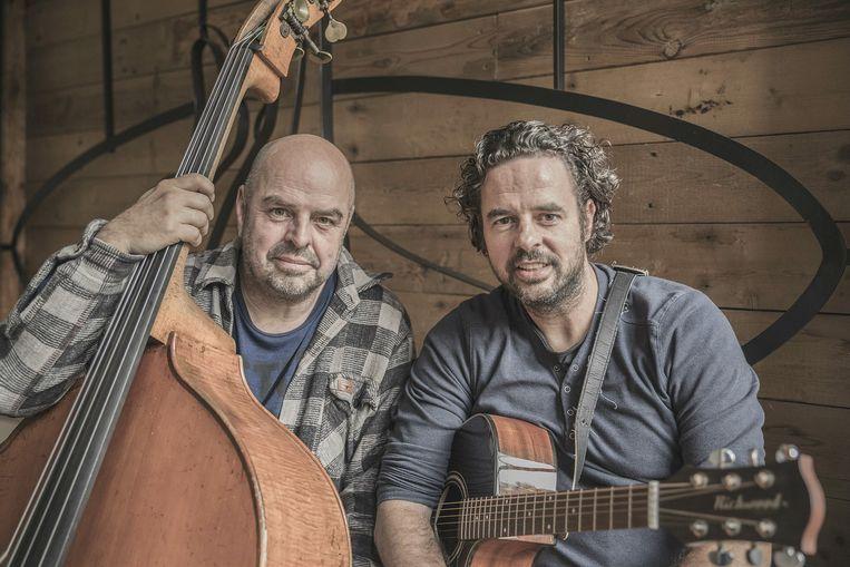Dieter en Eric van der Wester met een intieme voorstelling met akoestische nummers in Casa Munganga. Beeld