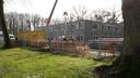 De bouw van Bosgaard, een tijdelijk onderkomen voor ruim 90 cliënten van tanteLouise op terrein van GGZ WNB (landgoed Vrederust)