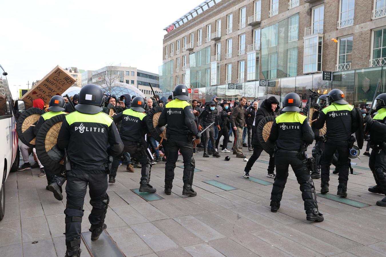 De rellen in Eindhoven. Relschoppers kregen celstraffen. Een van hen vertelt over zijn tijd in de gevangenis.