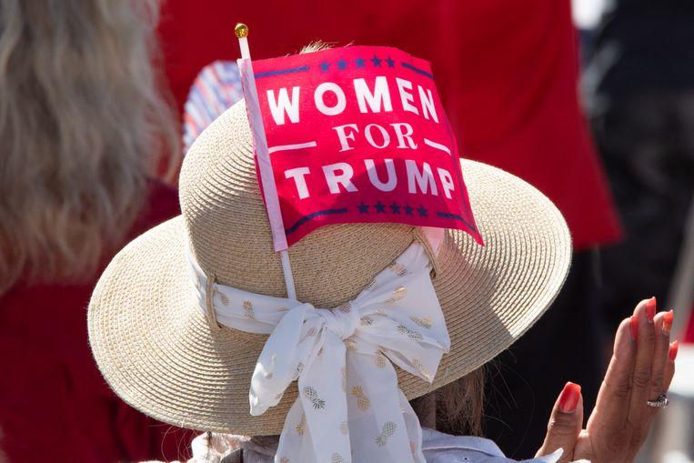 'Trump stopt met de nominatie van rechter Barrett vrouwen weer in de doos. Moeten meisjes weer kleerhangers gebruiken om hun zwangerschap te onderbreken?'      Beeld Getty Images