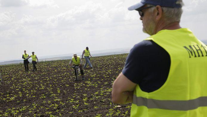 Onderzoekers tijdens hun recente missie in Oost-Oekraïne