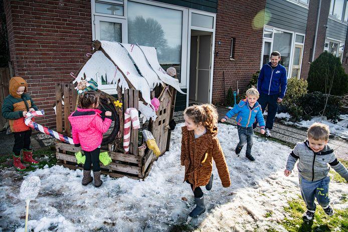Hans en Grietje 'wonen' recht tegenover basisschool IKC De Kubus in de Wilhelminastraat in Druten.