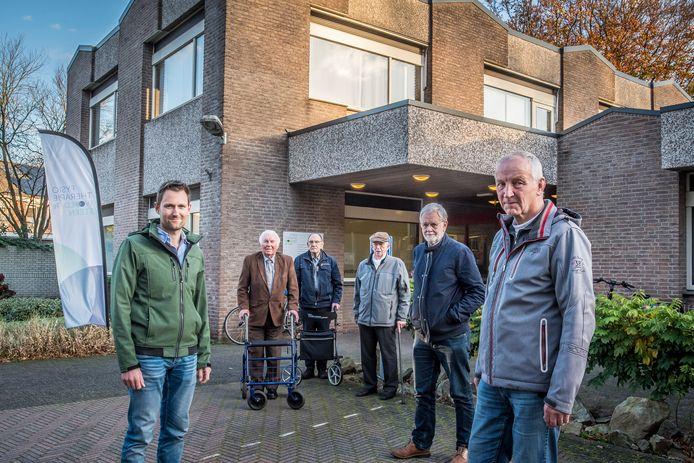 Bewoners van de Woolderes spraken zich al eerder uit tegen het plan om psychisch zwakkere mensen onder te brengen in het pand aan de Steenmeijerstraat, waar nu nog een fysiotherapiepraktijk in zit.
