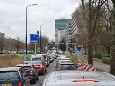 Verkeersinfarct bij Rijswijks winkelcentrum In De Bogaard na uitvallen stoplichten