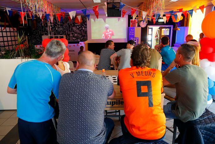 Vrouwenvoetbal kijken bij SV Valkenswaard.
