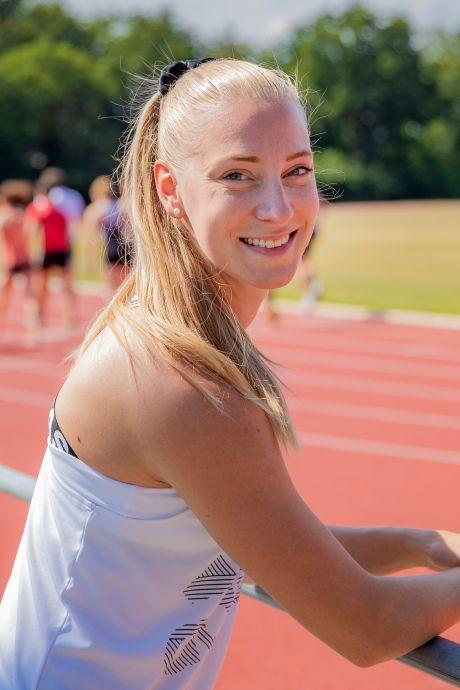 Met een spatscherm voor de klas in Deventer en op trainingskamp op zonnig Tenerife, parttime topsportster Eefje Boons (26) gaat nog voor Tokio