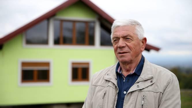 """Bosniër bouwt draaiend huis om echtgenote te plezieren: """"Nu kan ze zelf kiezen wat ze ziet als ze door het raam kijkt"""""""