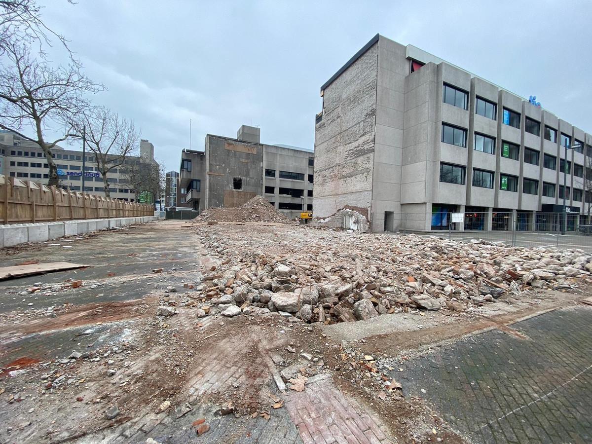 Gesloopte panden aan het Stadshuisplein in Eindhoven, met rechts particuliere hogeschool TIO aan het Begijnenhof.