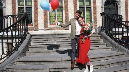 """Jonathan en Dorien over hun trouw in coronatijden: """"Tent in de tuin als alternatief voor de huwelijksreis en huwelijksdans op marktplein"""""""