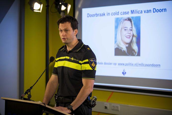 Rob van Bree van de politie tijdens een persconferentie over de aanhouding van een verdachte in de moord en verkrachtingszaak Milica van Doorn.