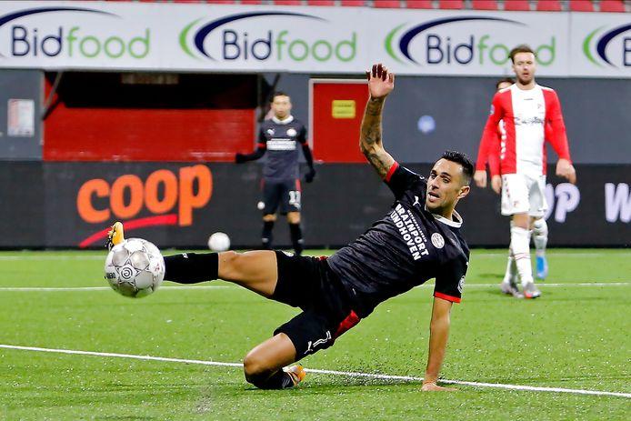 Mauro Júnior gaf ook nog de assist op de 0-2 van Eran Zahavi