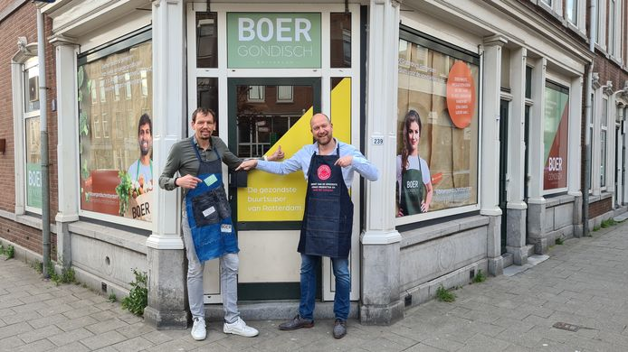 Robert-Jan Piek en Serge Knook voor de pop-up winkel van Boergondisch Rotterdam. Te vinden aan de Zwaanshals.