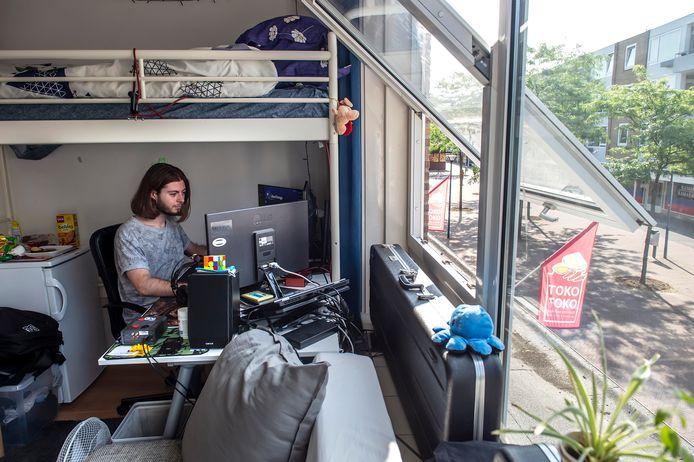 Radu Nenu is internationale student aan de Buas en woont op een kamer boven het Brabantplein.
