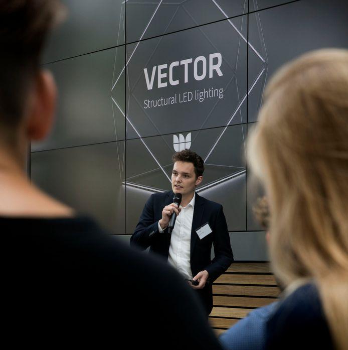 Bert Maas pitcht zijn product Vector bij ASML.
