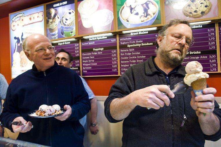 Ben Cohen (links) met zijn collega Jerry Greenfield, ook een supporter van Sanders. Beeld anp