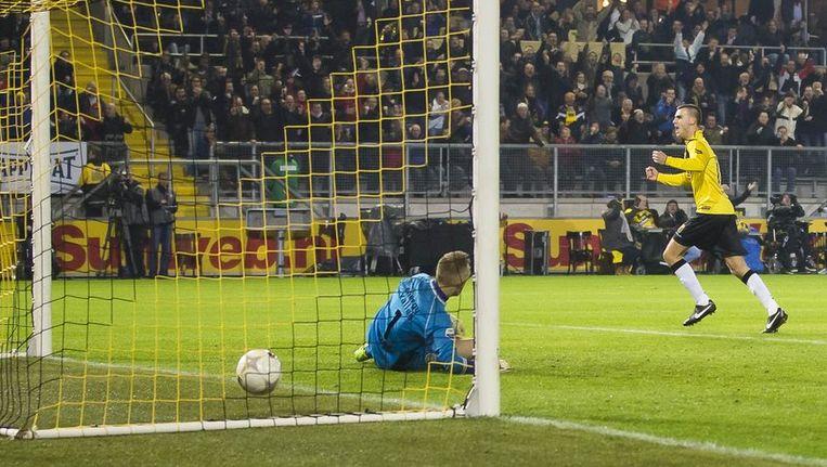 Verbeek zet NAC op 1-0. Beeld anp