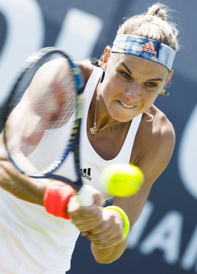 Arantxa Rus tijdens haar partij tegen de Tsjechische Andrea Hlavackova in de tweede ronde bij het Ricoh Open Tennis.