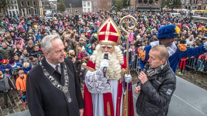 Sint wordt door Zwolle zingend en dansend onthaald