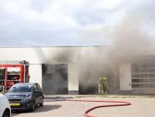 Drie gewonden na explosie brandstoftank in werkplaats garage Tiel: zeer grote brand onder controle